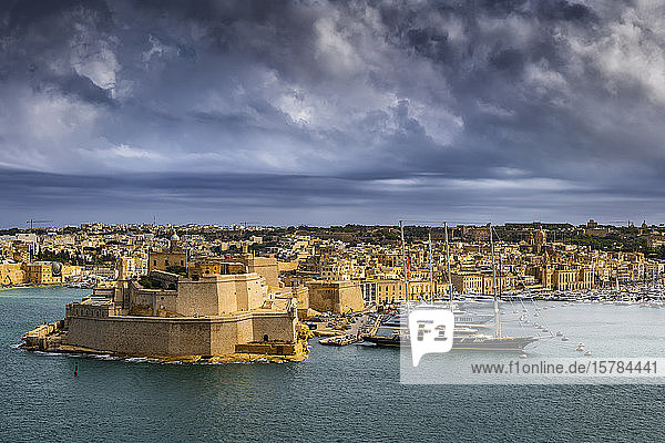 Malta  Birgu  Fort St. Angelo und Vittoriosa Yachthafen in Grand Harbour