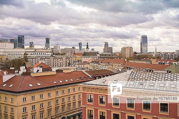 Blick auf die Skyline  Warschau  Polen