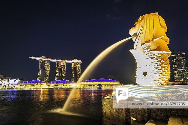 Merlion fountain and Marina Bay Sands at night  Singapore  Republic of Singapore.