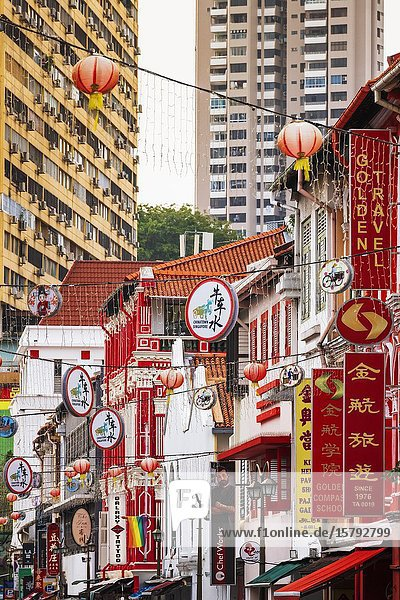 Shops and hanging lanterns on Temple Street in Chinatown  Singapore  Republic of Singapore.
