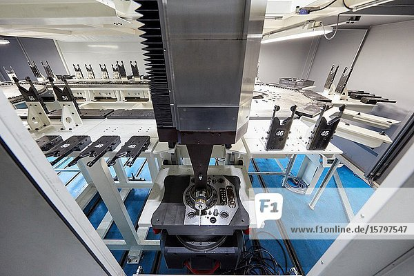 Tool changer  Machining Centre  CNC  Vertical turning and Milling lathe. Design  manufacture and installation of machine tools  Metal industry  Mechanical workshop