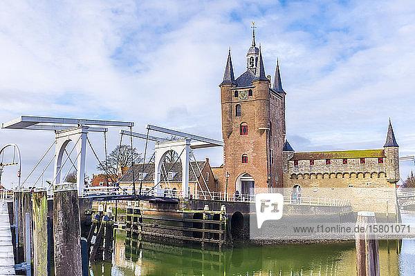 Netherlands  Zeeland  Schouwen-Duiveland  Zierikzee  Zuidhavenpoort  Oude Haven  city gate and bridge