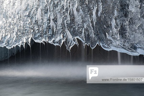 Wasser und Eis  Plitvice  Kroatien  Europa
