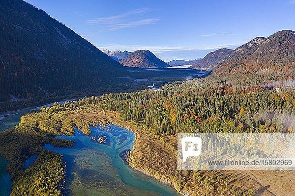 Isar am Zufluss in den Sylvensteinsee  im Herbst  bei Lenggries  Isarwinkel  Luftbild  Oberbayern  Bayern  Deutschland  Europa