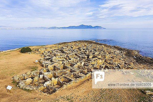 Nekropole von Son Real  Punta des Fenicis bei Can Picafort  hinten Halbinsel Victoria  Drohnenaufnahme  Mallorca  Balearen  Spanien  Europa