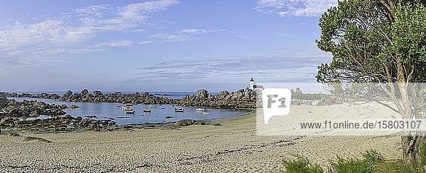 Bucht beim Leuchtturm von Pontusval  Kerlouan  Département Finistère  Frankreich  Europa