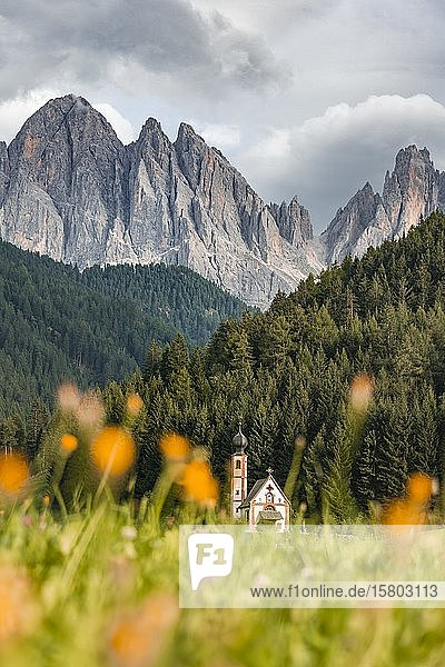 Kirche St. Johann in Ranui  San Giovanni  Johanneskapelle  Geislergruppe  Villnößtal  St. Magdalena  Bozen  Südtirol  Italien  Europa
