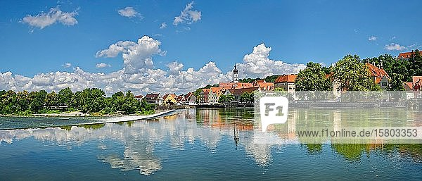 Altstadt von Landsberg am Lech mit Lechwehr  Landsberg am Lech  Bayern  Deutschland  Europa