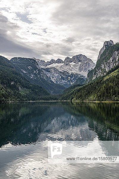Vorderer Gosausee und Dachsteinmassiv  Dachstein  Salzkammergut  Oberösterreich  Österreich  Europa