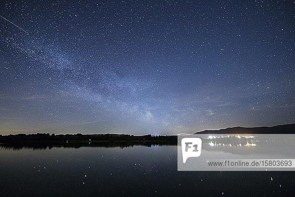 Sternenhimmel am Lech bei Lechbruck am See  Bayern  Deutschland  Europa