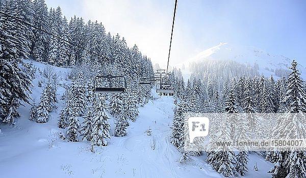 Kälbersalvenlift  Sessellift im Skigebiet SkiWelt Wilder Kaiser Brixental  Brixen im Thale  Tirol  Österreich  Europa