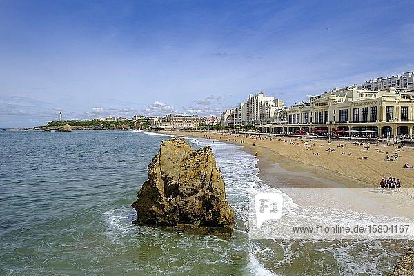 Grand Plage  mit Hotel du Palais  Biarritz  Côte Basque  Aquitanien  Département Pyrénées-Atlantiques  Nouvelle-Aquitaine  Frankreich  Europa