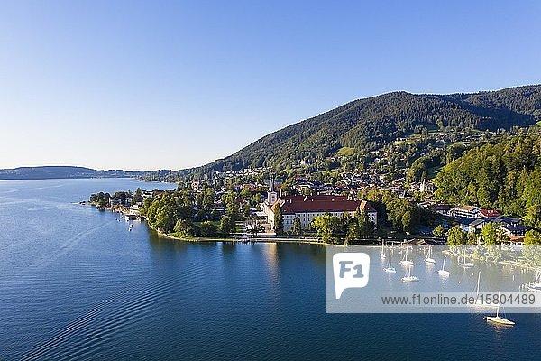 Tegernsee  Ort Tegernsee und Kloster Tegernsee  Drohnenaufnahme  Oberbayern  Bayern  Deutschland  Europa