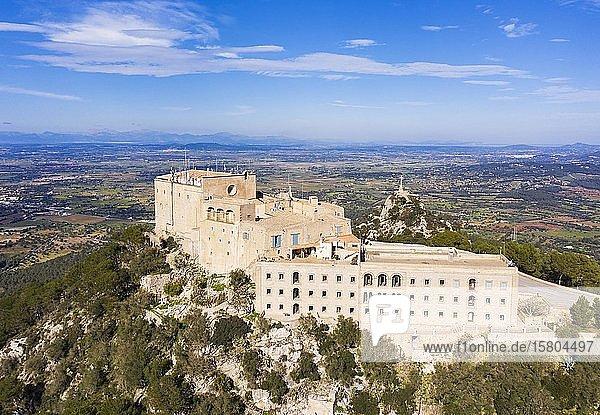 Kloster Santuari de Sant Salvador  Puig de Sant Salvador  bei Felanitx  Region Migjorn  Luftbild  Mallorca  Balearen  Spanien  Europa