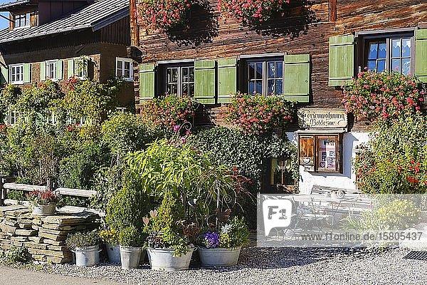 Altes Holzhaus mit Ferienwohnung  Reichenbach bei Oberstdorf  Oberallgäu  Allgäu  Schwaben  Bayern  Deutschland  Europa