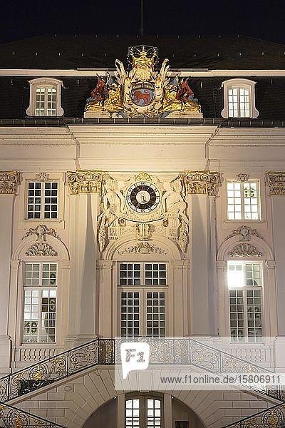 Fassade altes Rathaus  Nachtaufnahme  Marktplatz  Bonn  Nordrhein-Westfalen  Deutschland  Europa