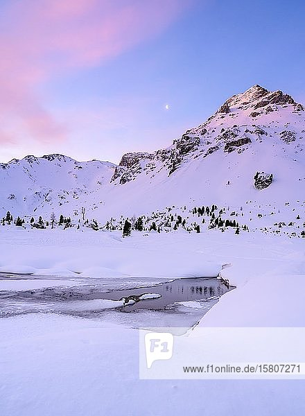 Sonnenaufgang im Winter  Klammspitzen  Wattentaler Lizum  Wattental  Ammergauer Alpen  Tirol  Österreich  Europa