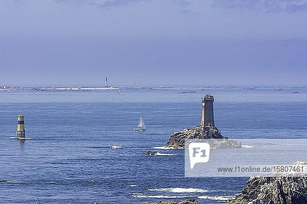 Pointe du Raz mit Phare de la Vieille  Plogoff  Département Finistère  Frankreich  Europa