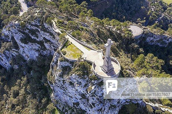 Steinkreuz Creu de Picot auf Puig des Mila  Puig de Sant Salvador  bei Felanitx  Region Migjorn  Luftbild  Mallorca  Balearen  Spanien  Europa