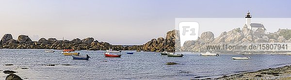 Bucht und Leuchtturm Pontusval  Kerlouan  Département Finistère  Frankreich  Europa
