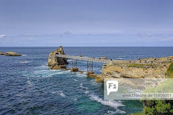 Rocher de la Vierge  Küste  Biarritz  Côte Basque  Aquitanien  Département Pyrénées-Atlantiques  Nouvelle-Aquitaine  Frankreich  Europa
