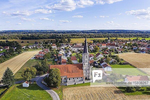 Wallfahrtskirche St. Leonhard  Aigen am Inn  Luftbild  Niederbayerisches Bäderdreieck  Niederbayern  Bayern  Deutschland  Europa