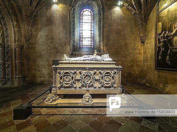 Grabmal von Vasco da Gama  Kirche Santa Maria  Jeronimos-Kloster  Belem  Lissabon  Portugal  Europa