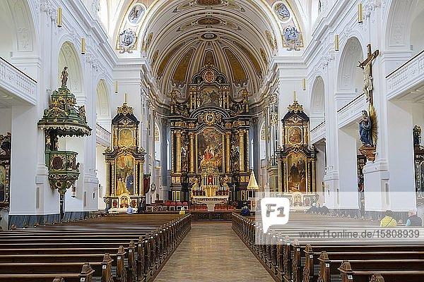 Innenansicht mit Altarraum  Basilika St. Anna  Altötting  Oberbayern  Bayern  Deutschland  Europa