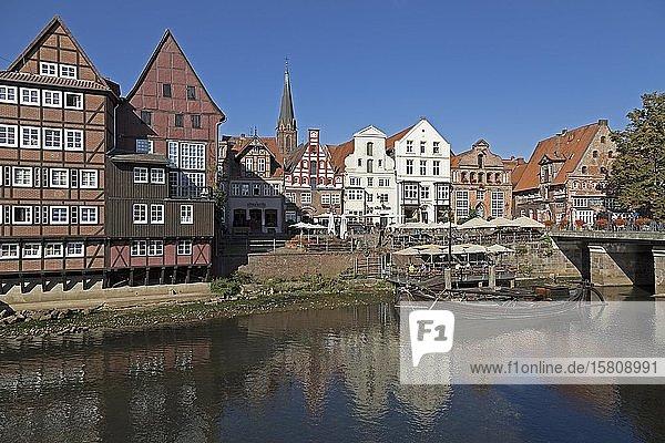 Stintmarkt mit angelegtem Prahm  Altstadt  Lüneburg  Niedersachsen  Deutschland  Europa