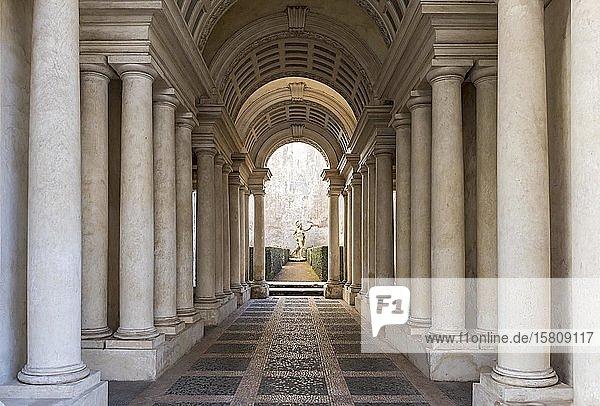 Zentralperspektive  Galerie von Francesco Borromini im Palazzo Spada  Rom  Italien  Europa