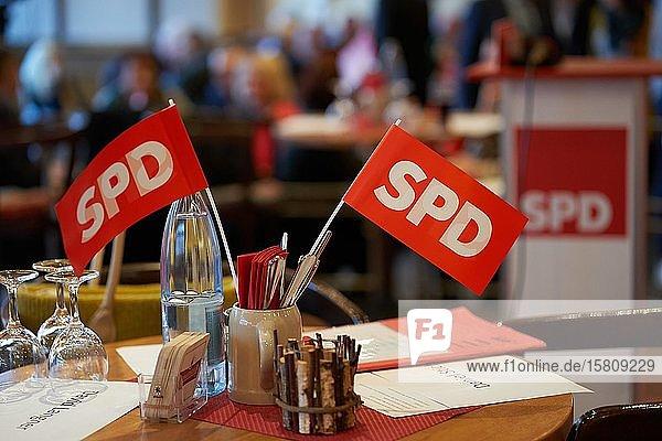 Fahnen der SPD beim Politischen Aschermittwoch SPD Rheinland-Pfalz  Deutschland  Europa