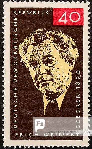 Erich Weinert  ein deutscher kommunistischer Schriftsteller und Mitglied der Kommunistischen Partei Deutschlands (KPD)  Porträt auf einer deutschen Briefmarke