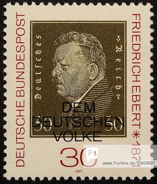 Friedich Ebert  deutscher Politiker der Sozialdemokratischen Partei Deutschlands (SPD) und erster Präsident Deutschlands von 1919 bis zu seinem Tod  Porträt auf einer deutschen Briefmarke