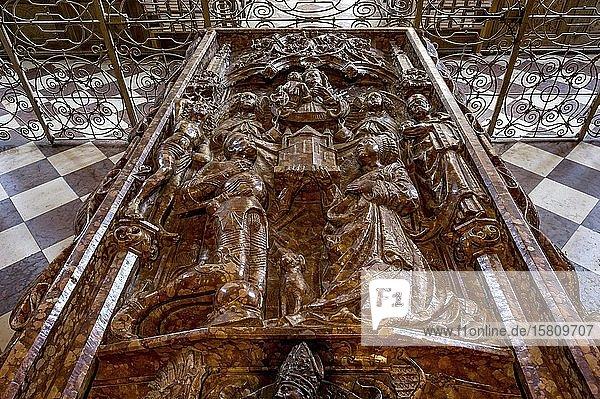 Grabmal für Ulrich von Ebersberg und Richardis von Kärnten  ehemalige Klosterkirche St. Sebastian  Altstadt  Ebersberg  Oberbayern  Bayern  Deutschland  Europa