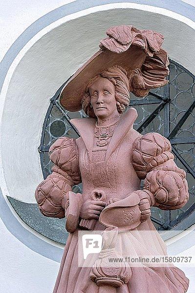 Skulptur der Gräfin Anna von Lodron von Manfred R. Binder  Mindelburg  Georgenberg  Mindelheim  Schwaben  Bayern  Deutschland  Europa