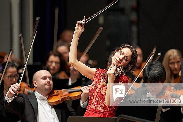 Viloin-Solistin Jennifer Pike tritt mit dem Staatsorchester Rheinische Philharmonie auf. Koblenz  Rheinland-Pfalz  Deutschland  Europa