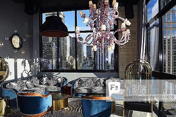 Rooftop Bar des Hendrick's Hotels mit venezianischem Leuchter  Manhattan  New York City  New York State  USA  Nordamerika