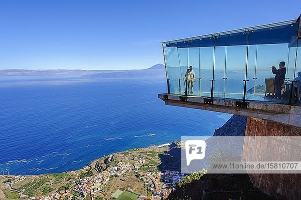 Gläserner Skywalk am Aussichtspunkt Mirador de Abrante  Agulo  La Gomera  Kanaren  Spanien  Europa
