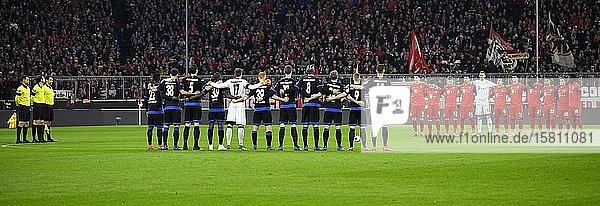 Gedenken  Gedenkminute  Schweigeminute für Terroropfer von Hanau  Allianz Arena  München  Bayern  Deutschland  Europa