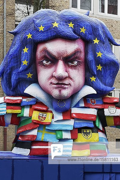 Beethoven-Figur  mit Kleidung aus Flaggen der EU-Länder  Beethovenjahr  Mottowagen  Rosenmontagszug 2020  Düsseldorf  Nordrhein-Westfalen  Deutschland  Europa