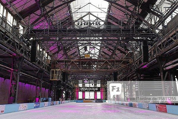 Eislaufbahn in der Jahrhunderthalle  Industriedenkmal  Eissalon Ruhr  Bochum  Ruhrgebiet  Nordrhein-Westfalen  Deutschland  Europa
