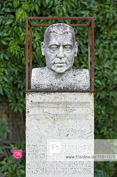 Denkmal  Büste für Komponist und Pianist Erwin Schulhoff  Innenhof der Renaissance Festung Wülzburg  Weißenburg in Bayern  Altmühltal  Mittelfranken  Franken  Bayern  Deutschland  Europa