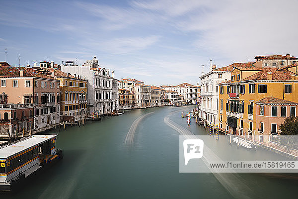 Italien  Venedig  Blick auf den Canal Grande von der Accademia-Brücke