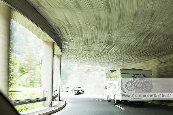 Schweiz  Kanton Graubünden  Autofahren im Tunnel