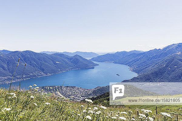 Vew vom Gipfel der Cimetta zum Lago Maggiore  Locarno  Tessin  Schweiz