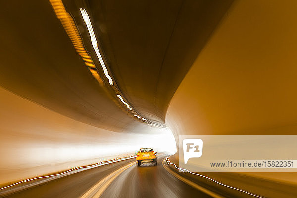 Österreich  Tirol  Autofahren im Tunnel Österreich, Tirol, Autofahren im Tunnel