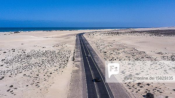 Spanien  Kanarische Inseln  Luftaufnahme der Strandautobahn auf der Insel Fuerteventura
