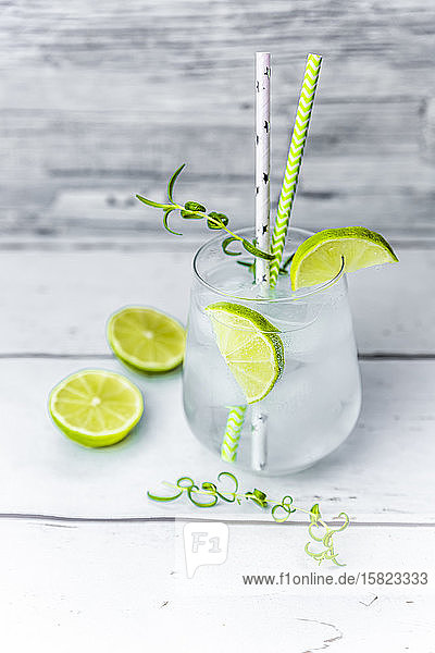 Glass ofnon-alcoholictonic with lime and rosemary