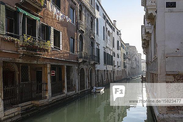 Italien  Venedig  Alte Häuser entlang des venezianischen Kanals