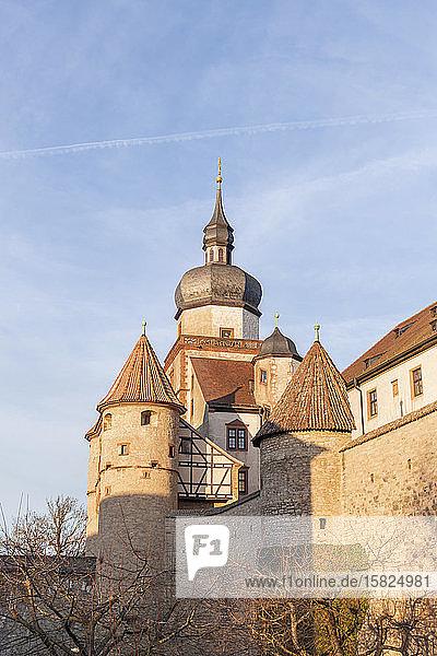Deutschland  Bayern  Würzburg  Niedrigwinkelansicht der Festung Marienberg